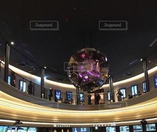 天井の上のオブジェの写真・画像素材[2315018]