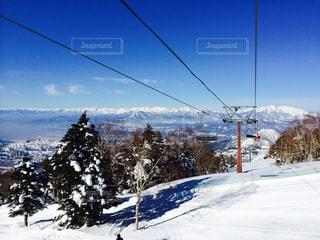 雪の覆われた斜面のビューの写真・画像素材[805523]
