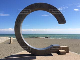 海の横にあるビーチの景色の写真・画像素材[805526]