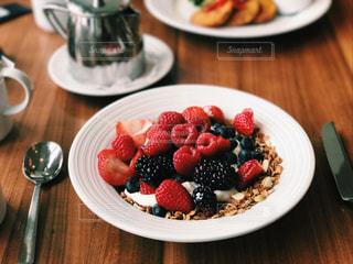 フルーツたっぷりの朝食の写真・画像素材[804775]