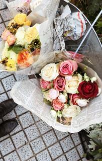 ファーマーズマーケットで見つけた花束の写真・画像素材[1667895]