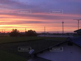 夕暮れ時の田舎の景色の写真・画像素材[806041]