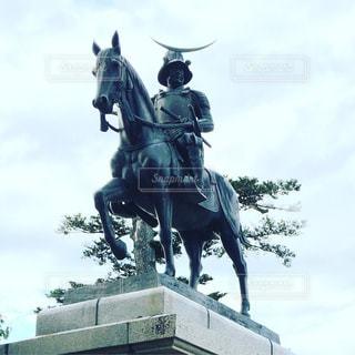 馬に乗る男の写真・画像素材[1001359]