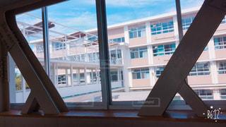 大きな窓のある建物の写真・画像素材[806442]