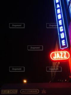 夜ライトアップ サインの写真・画像素材[806516]