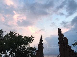 曇りの日に時計塔の写真・画像素材[806570]