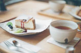 テーブルの上のコーヒー カップの写真・画像素材[1007774]