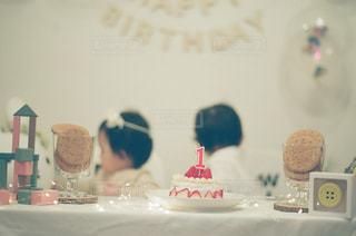 鏡の前でケーキの写真・画像素材[1158473]