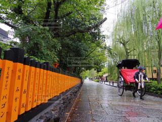 赤い傘と自転車 - No.807776