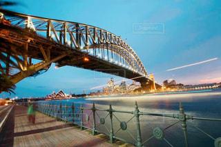 水の体の上の橋の写真・画像素材[810798]