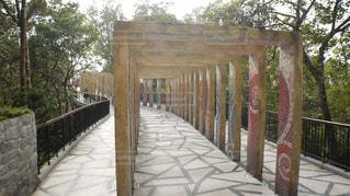 木の塀の前にゲート - No.808811