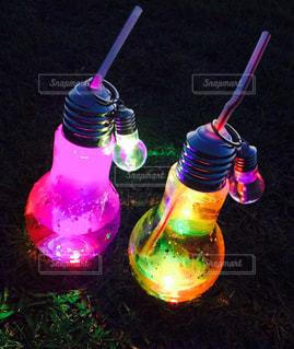 紫色の光がボトルの写真・画像素材[809503]