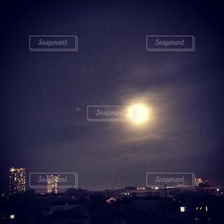 夜の街に月 - No.809681