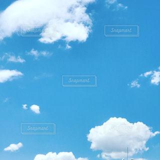 空には雲のグループの写真・画像素材[809688]