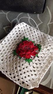 赤いバラのレース編みの写真・画像素材[809738]