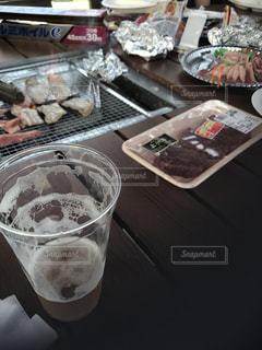 テーブルの上のコーヒー カップ - No.810192