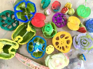 プラスチック製のおもちゃのグループの写真・画像素材[1405073]