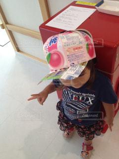 牛乳パックで作った帽子の写真・画像素材[811155]
