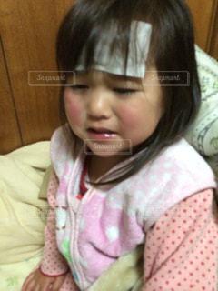 泣いている女の子の写真・画像素材[811186]