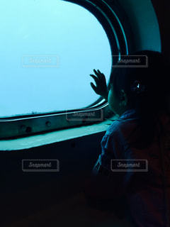 海中を除く女の子の写真・画像素材[811187]