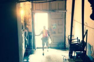 光の中への写真・画像素材[824761]