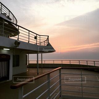 客船からの夕日の写真・画像素材[812837]