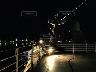 夜のクルーズ船の写真・画像素材[812868]