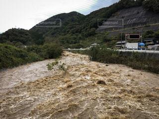 台風で増水した川 - No.822773