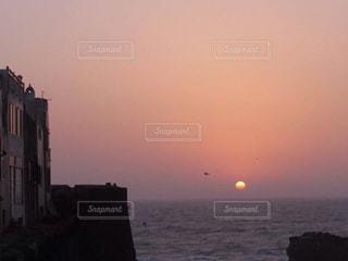 港町の夕焼け モロッコの写真・画像素材[812878]