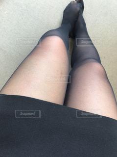 黒の t シャツを着ている女性の写真・画像素材[1469178]