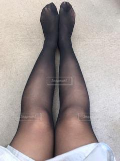 黒のドレスを着ている女性の写真・画像素材[1629445]