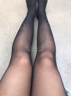 黒のドレスを着ている女性の写真・画像素材[1629447]