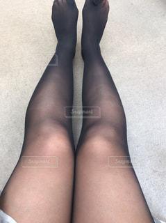 黒のドレスを着ている女性の写真・画像素材[1629450]