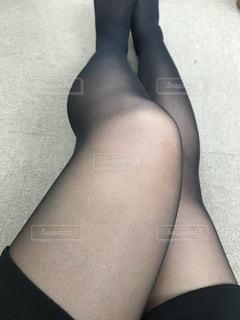 黒のドレスを着ている女性の写真・画像素材[1667280]