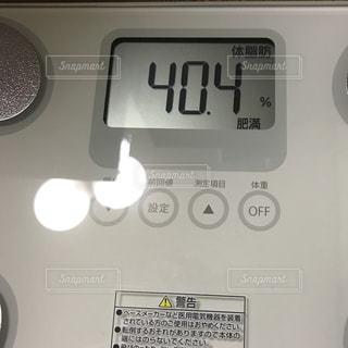 電子レンジの上の時計の写真・画像素材[2112433]
