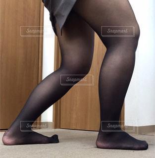 黒いドレスを着た女性の写真・画像素材[2739093]