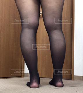 黒いドレスを着た女性の写真・画像素材[2739096]