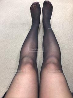 足のペアを持つ女性の写真・画像素材[2739126]