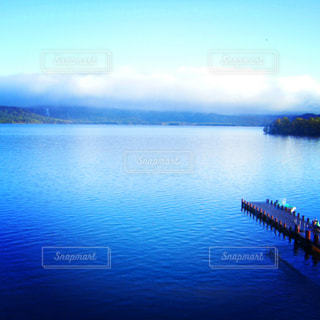 青い湖の写真・画像素材[813493]