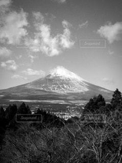 白黒富士山の写真・画像素材[813504]