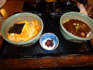 テーブルの上に食べ物のボウル - No.814602
