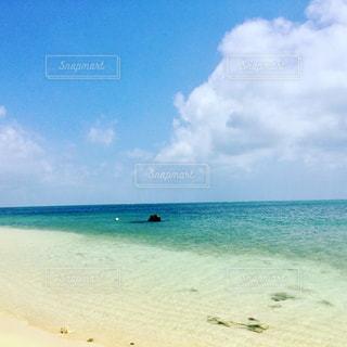 誰もいない海の写真・画像素材[814043]