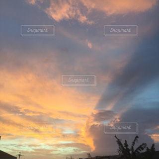 沖縄の朝の空の写真・画像素材[814088]