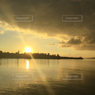朝の海の写真・画像素材[814888]