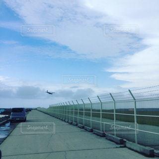 飛行機のフェンスの写真・画像素材[814897]