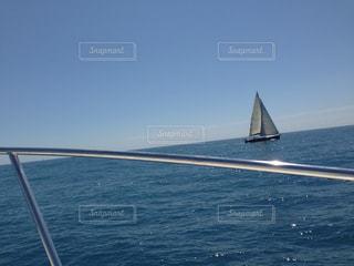 水の体の小さなボートの写真・画像素材[815362]