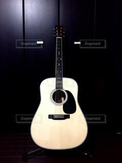 アコースティックギターの写真・画像素材[814154]