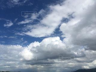 青い空に雲の写真・画像素材[814539]