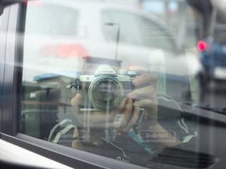 車のミラーの反射の写真・画像素材[815180]