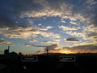 神秘的な夕日の写真・画像素材[817594]